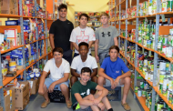 Potomac Patriots hockey players volunteer at Manassas food bank