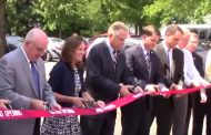 Governor McAuliffe cuts ribbon on new veterans benefits office in Manassas