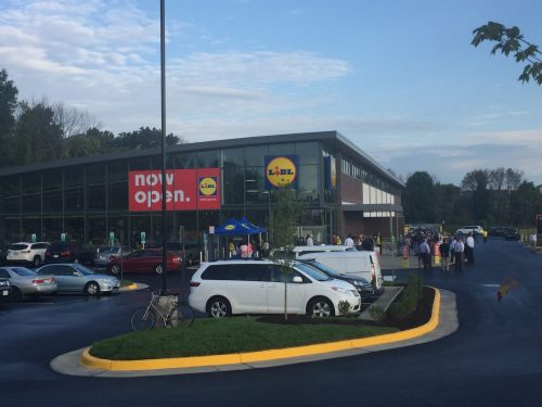 Lidl opens in Manassas, customers line up for ribbon cutting