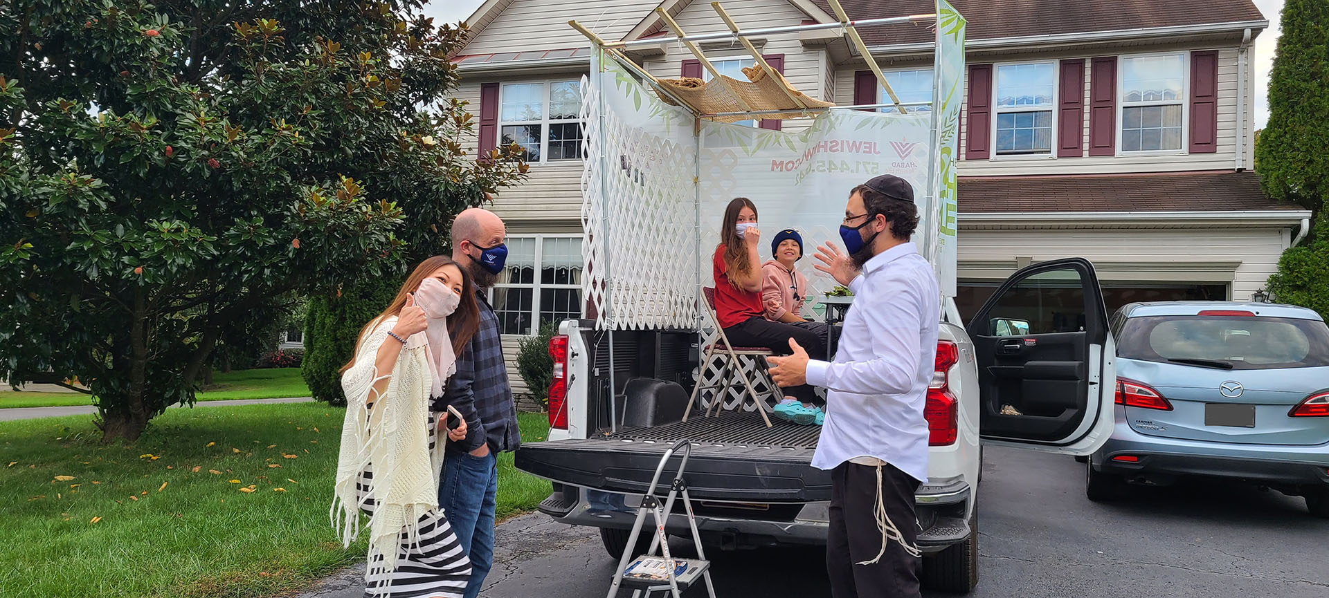 Jewish community celebrates holiday with mobile sukkah